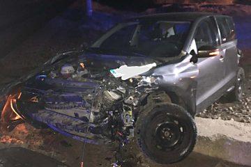 Noaptea trecută, o mașină a intrat într-o garnitură de tren, la Horia. Mecanicul de locomotivă nu a sesizat impactul