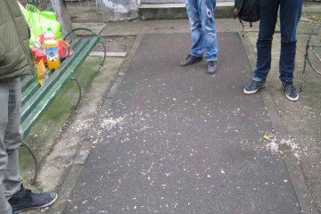 Poliția Locală Roman: amenzi pentru cei care au aruncat mucuri de țigări pe jos și pentru cerșetorie