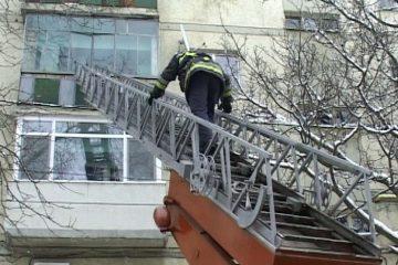 Neamț: paramedicii nu au reușit să salveze o bătrână găsită inconștientă în apartament