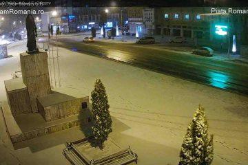 Te uită cum ninge…la Roman! Imagini în direct din centrul Romanului și din Parcul Municipal