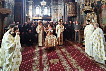 Liturghie la Catedrala arhiepiscopală Roman în Duminica Înfricoșătoarei Judecăți