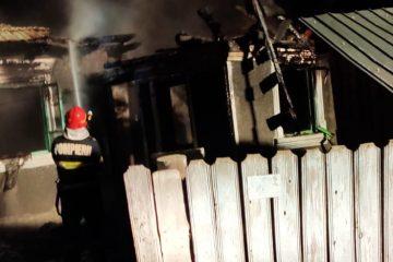 Neamț: locuință distrusă din cauza exploziei unei butelii. Proprietara a suferit arsuri grave