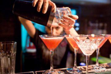 La Roman, firmele caută barmani, adjunct șef de magazin, montatori. Se oferă salarii motivante și tichete de masă
