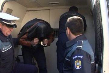 """""""Cuțitar"""" violent, """"pasionat"""" și de apeluri false la 112, căutat la nivel național, prins de polițiștii din Neamț"""