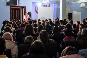 Record de participare la un program de leadership pentru tineri, în orașul Roman