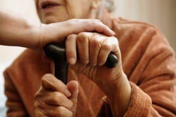 La Roman, asistenții sociali pot cumpăra produsele necesare pentru cei care nu se pot deplasa și pentru vârstnici
