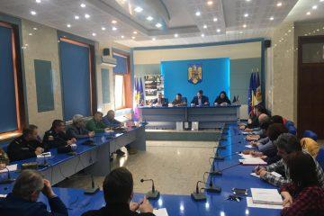 Roman: suspendarea activităților publice, gunoi ridicat mai des, igienizarea platformelor, asistență pentru vârstnici