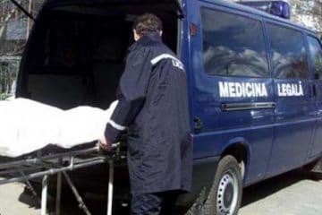La Roman, un bărbat a fost găsit mort în casă