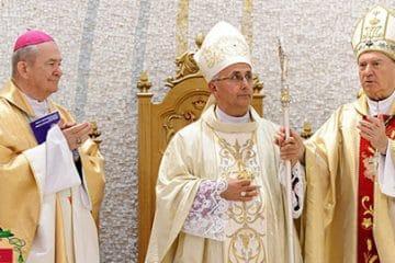 """Iosif Păuleţ, episcop de Iaşi: """"Nu comite păcat cel ce nu participă în mod fizic la sfânta Liturghie în biserică"""""""