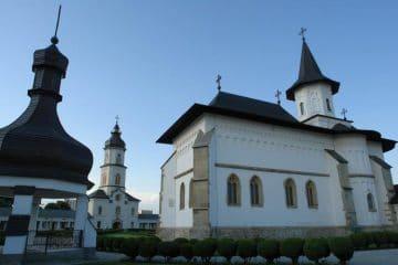 Patriarhia Română: măsuri de prevenire a îmbolnăvirii cu Covid 19 – îndrumări către parohii și mănăstiri