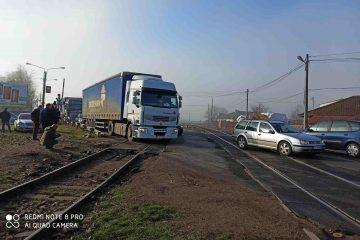 Soluție urgentă pentru repararea trecerii la nivel cu calea ferată de la ieșirea din Roman, spre Iași
