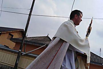 Părintele paroh Irinel Iosif Iosub a binecuvântat, timp de trei zile, străzile, casele și locuitorii din Săbăoani