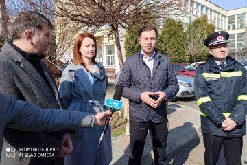 Prefectul de Neamț și primarul de Roman au verificat, la Spitalul Roman, amenajările specifice pentru triaj și izolare