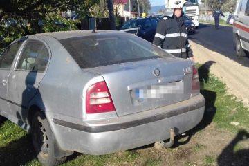 Astăzi, în Neamț: a intenționat să intre în curte dar a nimerit în copac