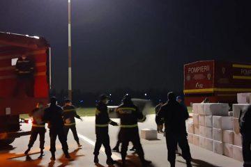 Un transport aerian cu 100.000 de măști de protecție a ajuns în țară