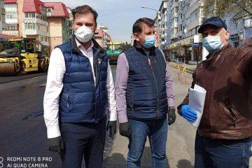 Prefectul de Neamț și primarul municipiului Roman au urmărit în teren desfășurarea lucrărilor de asfaltare, de pe E85