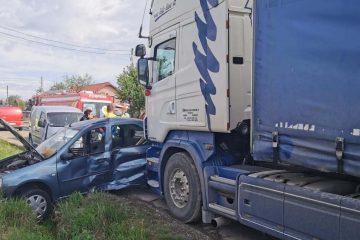 Astăzi, în Neamț: accident rutier, produs între un autoturism și un TIR, cu o victimă încarcerată