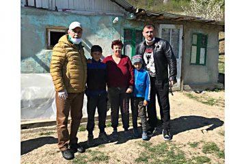 """""""Dumnezeu lucrează prin oameni!"""" Sorin Cazan și Cătălin Moroșanu vor ridica o casă pentru o familie necăjită"""