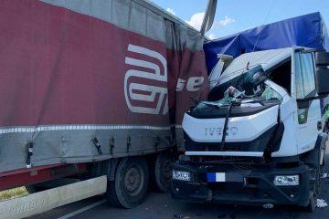 Astăzi, pe E85, în zona castelului de apă, spre Iași: accident rutier între un TIR și o autoutilitară