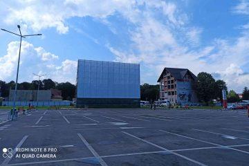 Cinematograful în aer liber din parcarea Roman Value Centre nu deranjează fonic