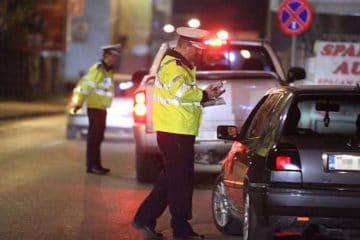 """S-au """"dezinfectat"""" cu puțin alcool și s-au urcat la volan. Polițiștii rutieri au întocmit dosare penale"""