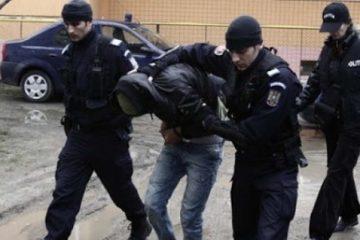 Neamț: 6 persoane reținute pentru răzbunare, lovire, amenințare, distrugere, tâlhărie și violare de domiciliu