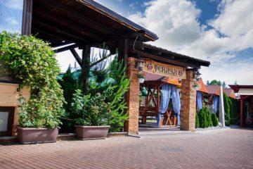 Invitație pe terasa Restaurantului MEDIEVAL Roman