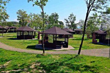 Putem merge la picnic în Complexul de Agrement Moldova Roman. Vezi tarifele și programul. La finalul lunii se va deschide ștrandul