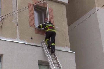Astăzi, în Neamț: pompierii au intervenit de urgență. Din păcate, femeia găsită în apartament era decedată