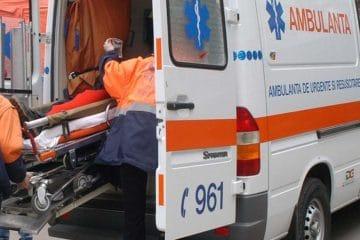 Doi tineri au fost accidentați pe trecerea pentru pietoni