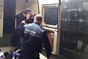 """Femeie, din Roman, bătută și amenințată cu furca de un """"viteaz"""""""