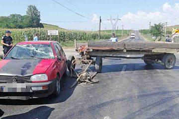 Accident rutier cu două victime; șoferul a fost scos din mașină de participanții la trafic