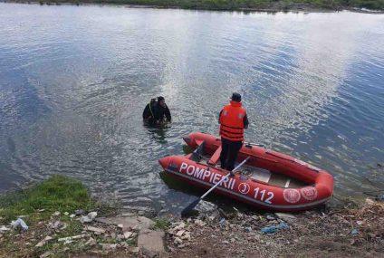 După patru ore de căutări,  pompierii nemțeni au găsit în apele râului un bărbat fără semne vitale