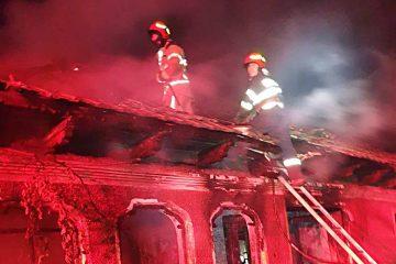 Incendiu, la Roman, strada C A. Rosetti : cauza – acțiunea intenționată