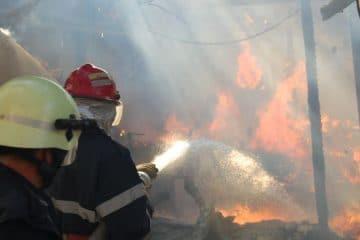 Incendiu la o locuință din Roman. Pompierii au intervenit de urgență