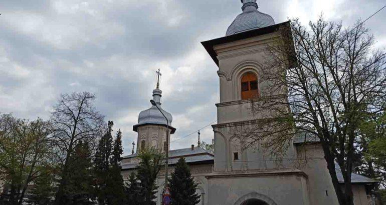 """Sărbătoare la Biserica """"Precista Mare"""", din Roman: """"Invit creștinii ortodocși să vina sa cântam împreuna Prohodul Maicii Domnului!"""""""