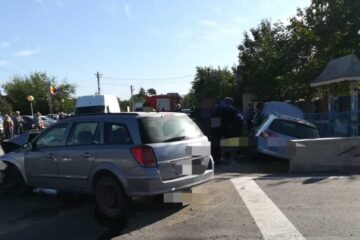 Accident rutier grav la Gâdinți; o persoană a rămas blocată în autoturism