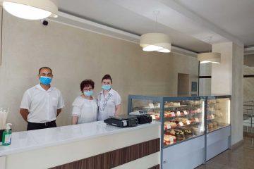 Foto: Cofetăria TOSCA Roman, cu delicioasele prăjituri, vă așteaptă într-un spațiu modernizat, cu o nouă prezentare