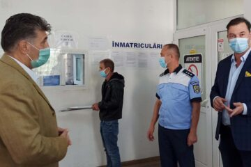 """A fost inaugurat Biroul Înmatriculări auto de la Roman. George Lazăr: """"Avem în vedere și permisele auto!"""""""