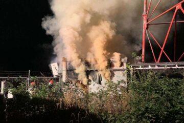 Neamț: un transformator electric și două anexe au luat foc