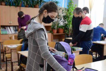 Scenarii după care începe anul de învățământ, în Neamț. Vezi fiecare școală în ce scenariu se încadrează