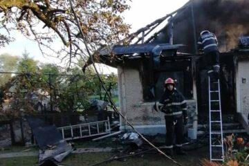 Neamț: După ce a dat foc casei, s-a spânzurat