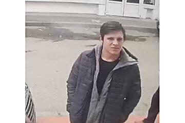 Căutat de polițiști: a scos bani, fraudulos, de pe un card, de la un bancomat din Roman