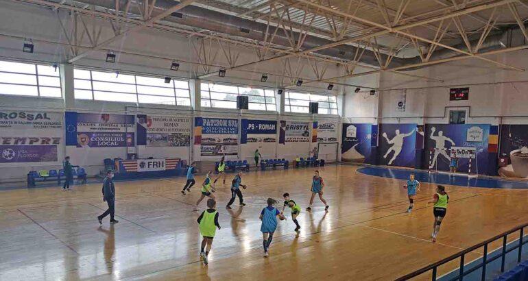 Echipa de handbal feminin CSM Roman va juca în Campionatul 2020 – 2021. Vezi care este componența lotului