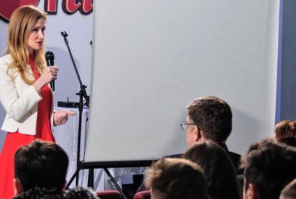 """Oana Bulai: """"Cu sprijinul și votul vostru voi putea deveni deputat de Neamț. Fac politică de la 16 ani."""""""