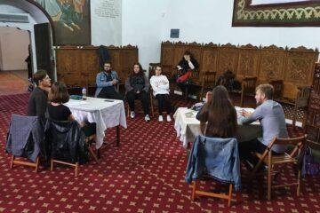 """Inițiativă deosebită a tinerilor ortodocși din Roman: """"Ajutați tinerii fără tablete și Internet, din mediul rural!"""""""