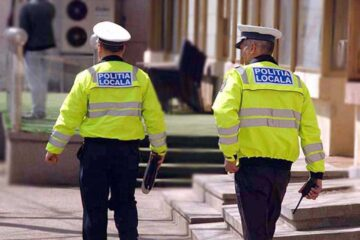 Nu au purtat mască de protecție și au fost amendați de polițiștii locali din Roman