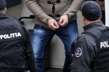 Un bărbat, din Români, a fost prins și băgat după gratii; băut și fără permis, a condus un vehicul neînmatriculat