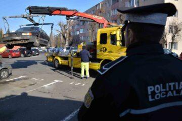 Și la Roman, mașinile parcate pe domeniul public vor fi ridicate de Poliția Locală