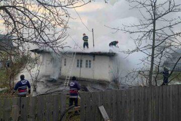 Neamț: reținut după ce a dat foc la casa în care locuia familia sa